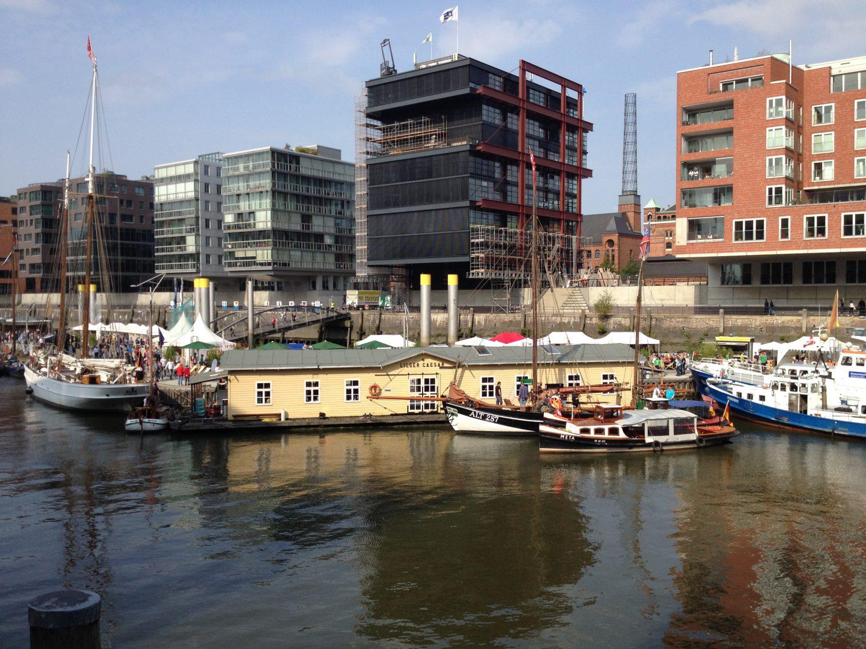 Hausboot Lieger Caesar HafenCity Rolling Taste Location